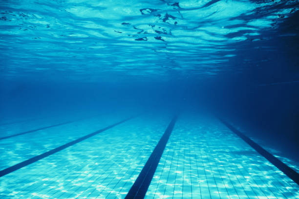 piscina vacía subacuática - vuelta completa fotografías e imágenes de stock