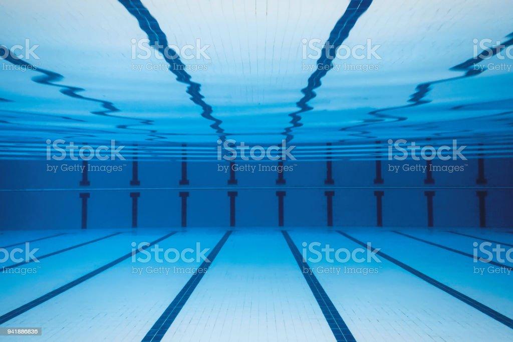 Unterwasser leeren Swimmingpool. – Foto