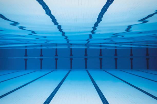 水下空游泳池。 - 游泳池 個照片及圖片檔