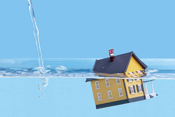 underwater hogar mortgage, casa para venta - embargo hipotecario fotografías e imágenes de stock