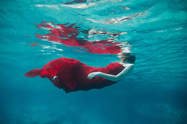 unterwasser - meerjungfrau wellen stock-fotos und bilder