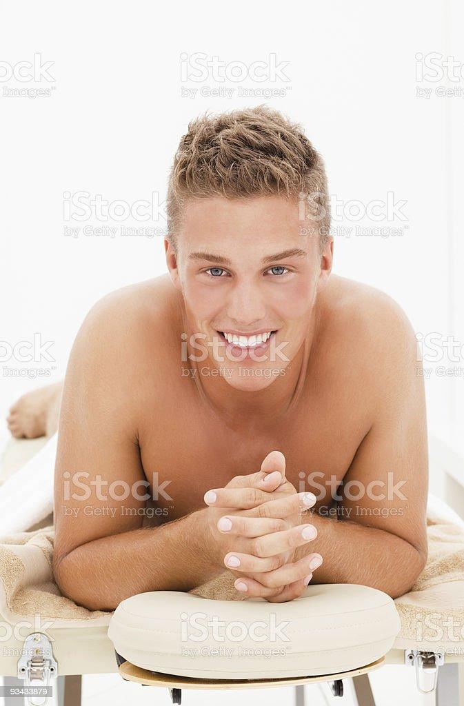 Entkleidet sein schönen blonden Mannes Lizenzfreies stock-foto