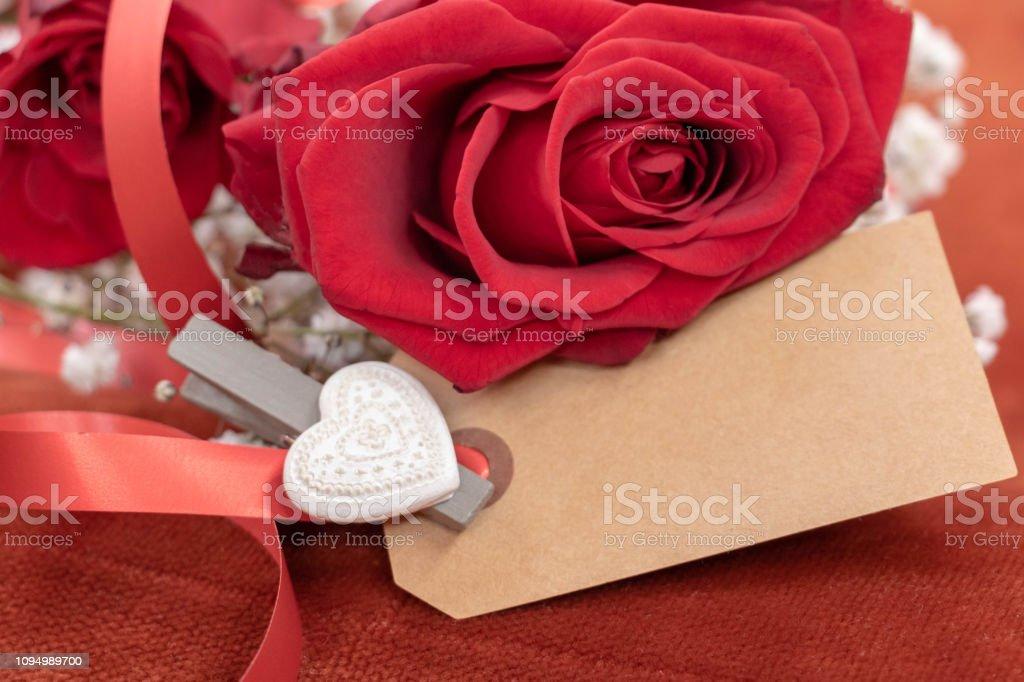 Une Rose Rouge Et Une Carte Vierge Pour Un Message Damour Stock Photo Download Image Now