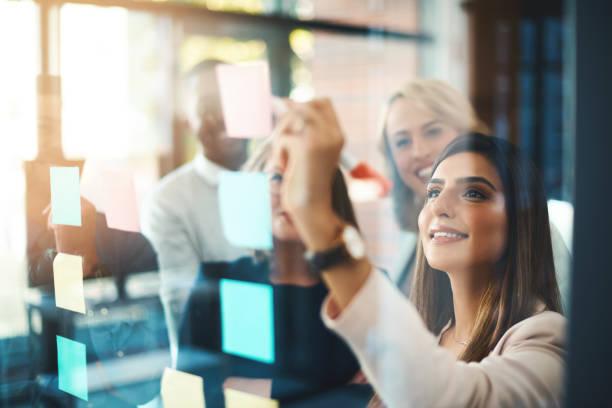 обнаружение блестящих новых идей для бизнеса - понятия и темы стоковые фото и изображения