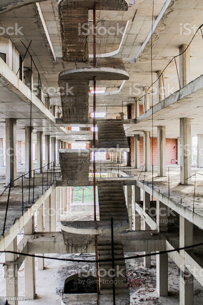 Unvollendeter-Gebäude – Foto
