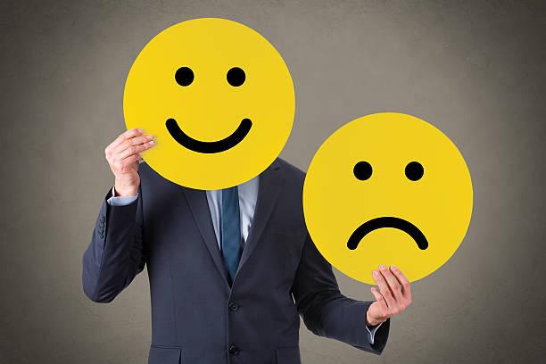 unglücklich und glücklich lächeln - schulwechsel stock-fotos und bilder