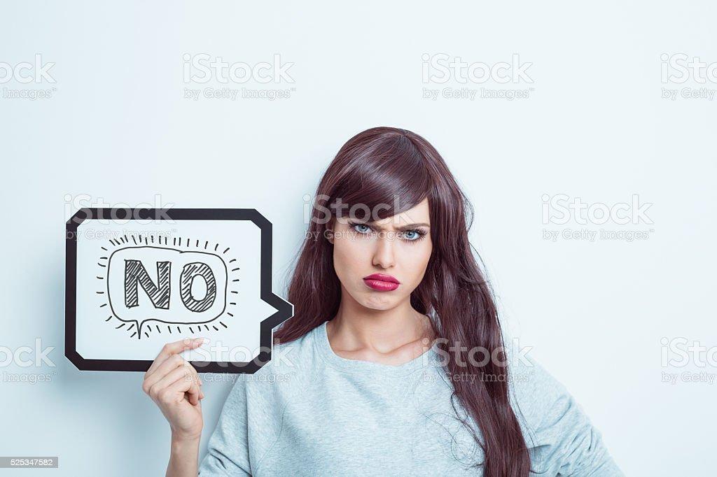 Unglücklich junges Frau hält Sprechblase – Foto
