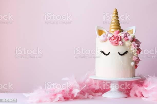 Unicorn cake on a cakestand picture id868596228?b=1&k=6&m=868596228&s=612x612&h=nurlvkxtfka1f7wkoead1xgfoq3hgr 2jvwi37djnje=