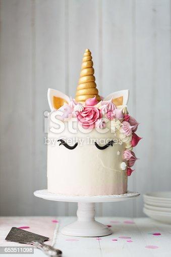 istock Unicorn cake 653511098