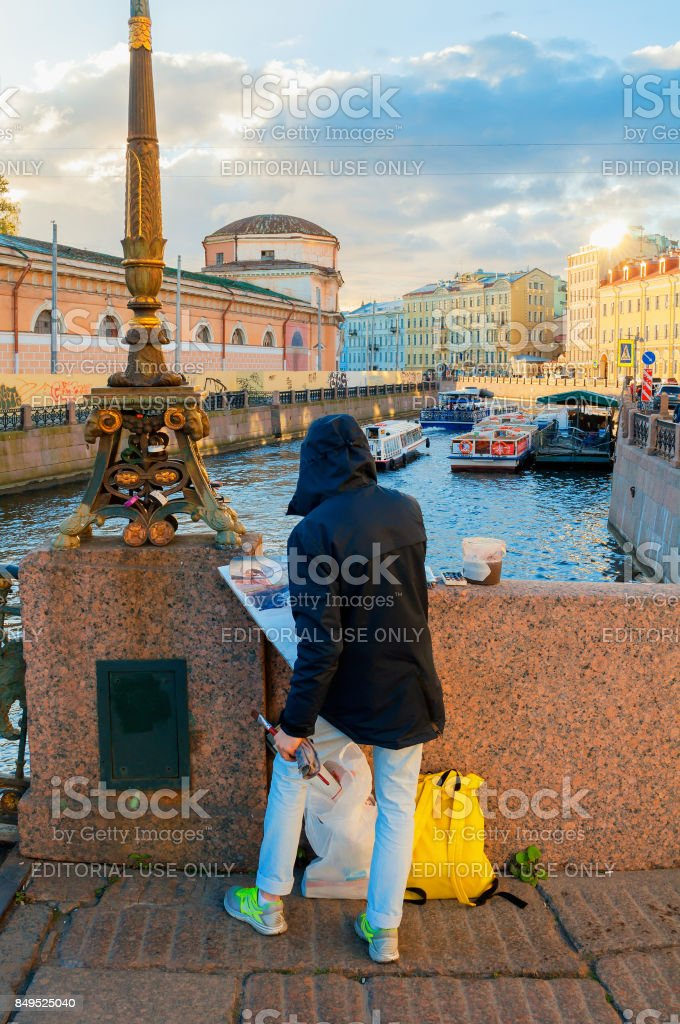 Unidentified artist painting embankment of Moika river, St Petersburg, Russia stock photo