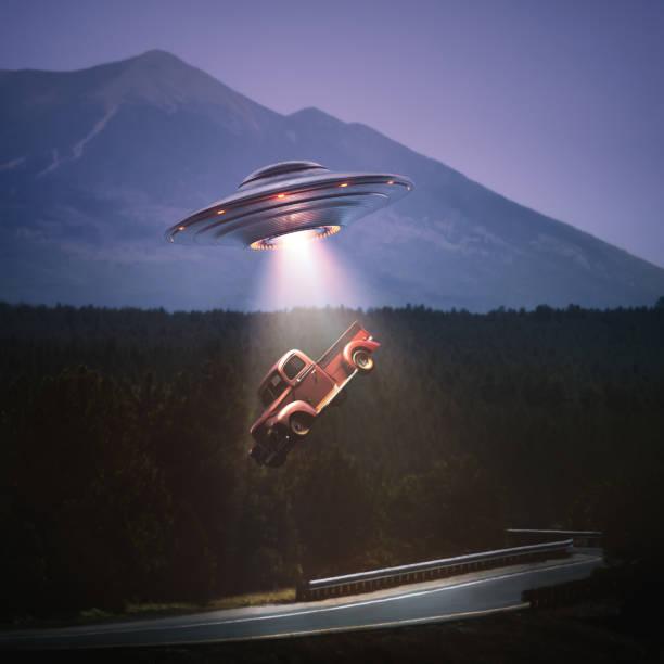 unidentified flying object buitenaardse ontvoering uitknippad - buitenaards wezen stockfoto's en -beelden