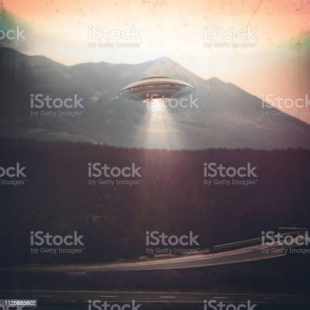 Unidentified flying object picture id1125685802?b=1&k=6&m=1125685802&s=612x612&h=09gfcq1au2yaegatunybuwiqh qjgcziwk toryfxf0=