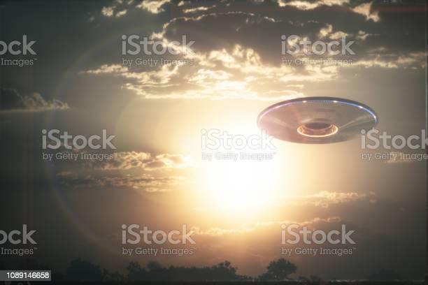 Unidentified flying object ufo picture id1089146658?b=1&k=6&m=1089146658&s=612x612&h=eq2kqhhtrk sxlinvz2zuue9olkz5zulhxtqoymuhwg=