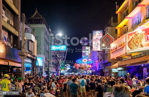 istock Unidentified tourists with drinking traveling in pub and bar on Khao San 897272502
