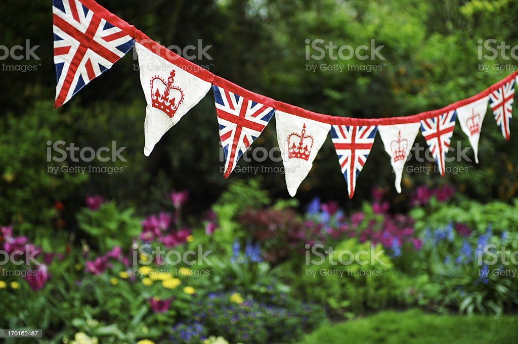 Union Jack Fazendo Bandeirinha colorido Jardim inglês celebra Royal Bebé - fotografia de stock