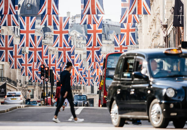 union jack flags on regent street a day before royal wedding - matrimonio reale foto e immagini stock
