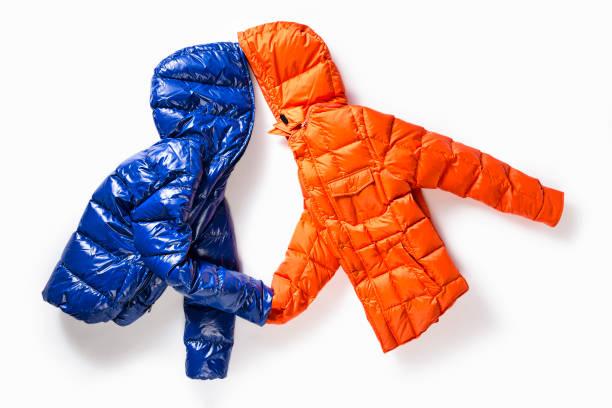 白い背景に隔離されたユニセックスパッド入りのジャケット - ダウンジャケット ストックフォトと画像