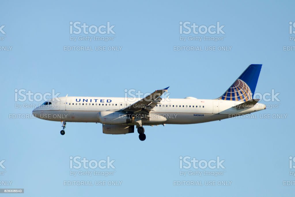 United Airlines Airbus A320-200 commercial passenger jet airplane stock photo