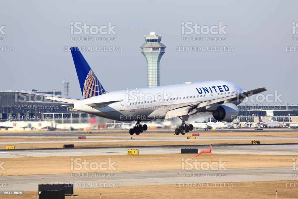 United Airlines passenger aircraft arriving in Chicago foto stock royalty-free