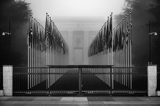 united nations closed gate geneva switzerland - united nations стоковые фото и изображения