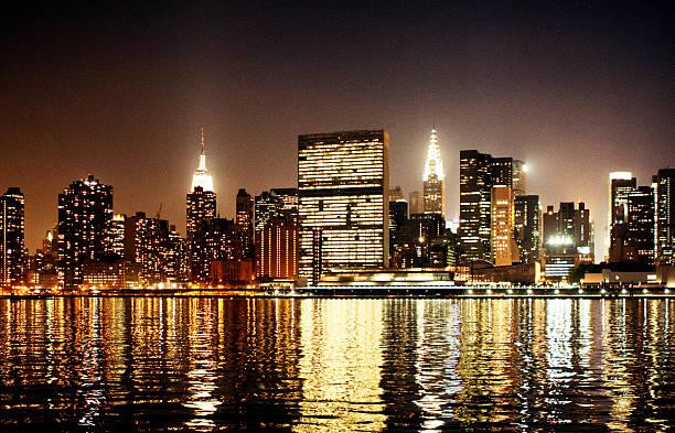 United Nations Sekretariat bei Nacht – Foto
