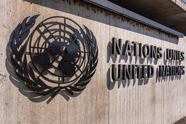 제네바 유엔 사무국 외부에 위치한 유엔 사인 - united nations 뉴스 사진 이미지