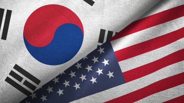 verenigde staten en zuid-korea twee vlaggen samen textiel doek stof textuur - korea stockfoto's en -beelden