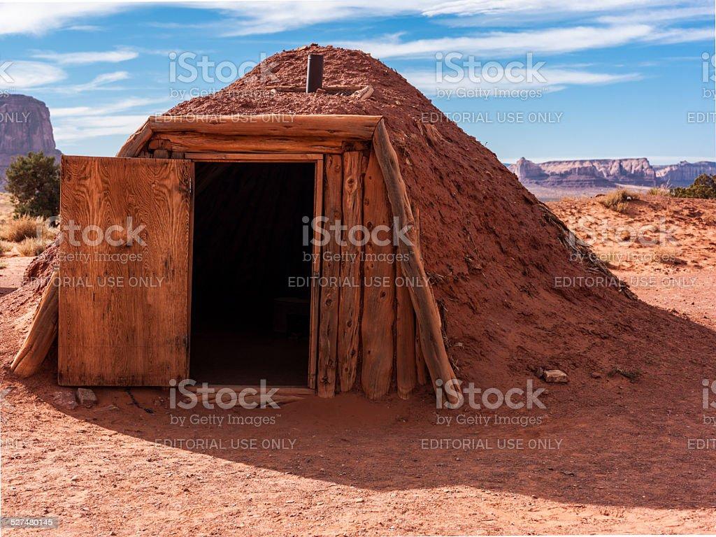 Stati Uniti. Arizona. Monument Valley. Maschio hogan (Navajo abitazioni tradizionali) - foto stock