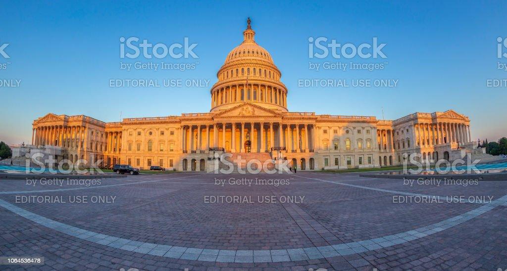 早朝にアメリカ合衆国議会議事堂 - アメリカ共和党のストックフォトや ...