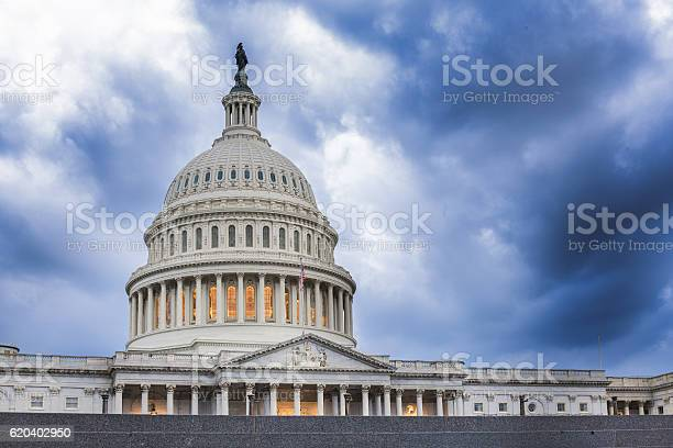 United states capitol building calm before the storm picture id620402950?b=1&k=6&m=620402950&s=612x612&h=i5bxlqgnghtni6t2yei ebyydrgp6uanz2gz1cqepoi=
