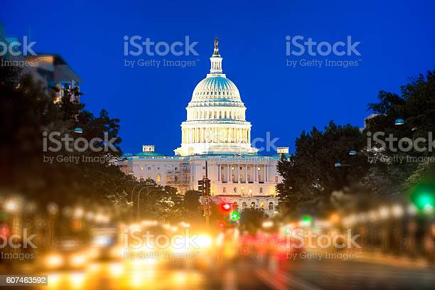 United states capitol building picture id607463592?b=1&k=6&m=607463592&s=612x612&h=v0e9m7maspgy8zvhfdmnnngpdhi6z6fpjbroomhmt 4=