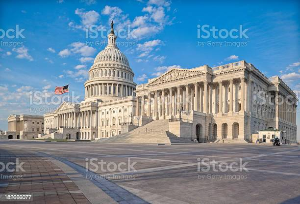 United States Capitol Stockfoto en meer beelden van Amerikaanse cultuur