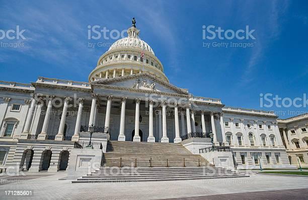 United states capitol washington dc usa picture id171285601?b=1&k=6&m=171285601&s=612x612&h=ec9ahhbsvvao9ilnz1v 6wocqreau8rj64 birp63v0=