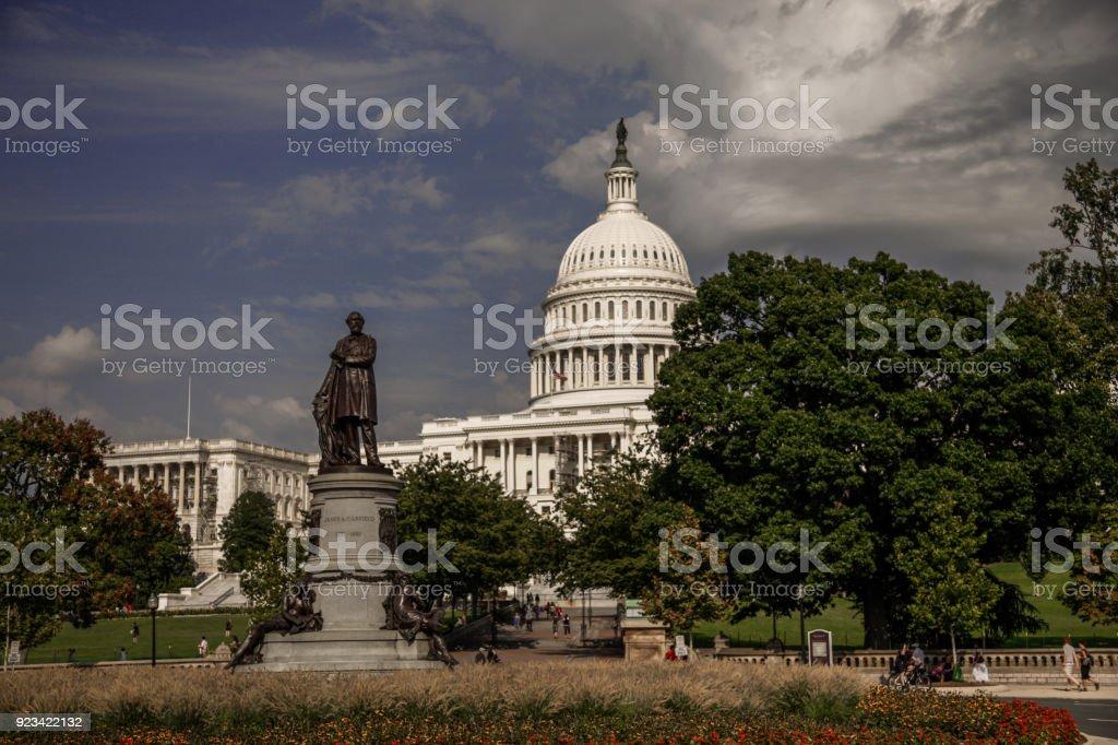 ワシントン Dc のジェームズ ガーフィールド像とアメリカ合衆国議会 ...