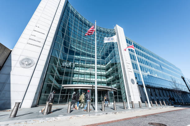 us united states securities and exchange commission sec entrance, people walking, sign, entrance, american flag, looking up sky, glass windows reflection - exchange rate stock pictures, royalty-free photos & images
