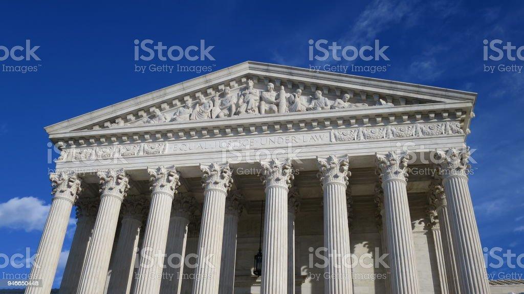 United States Supreme Court Building with Blue Sky Background – zdjęcie