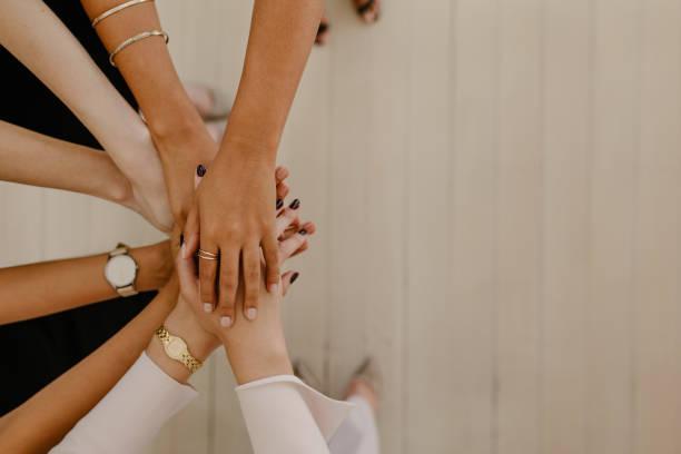 團結與團隊合作 - 女人 個照片及圖片檔