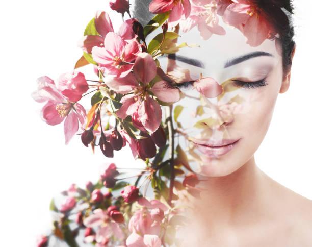 자연, 젊음과 여성 스러움의 아름다움을 가진 인간의 통일성 - double exposure 뉴스 사진 이미지