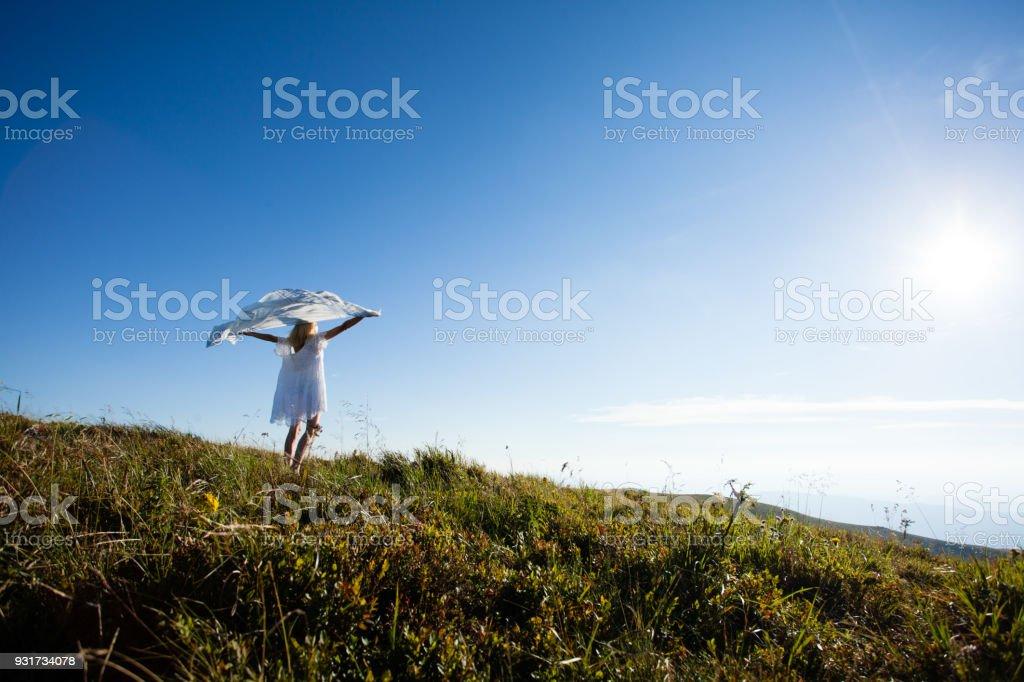 Einheit des Mädchens mit der Natur – Foto