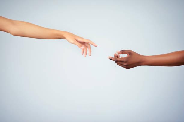 unity はあなたから始まります - 手 女性 ストックフォトと画像