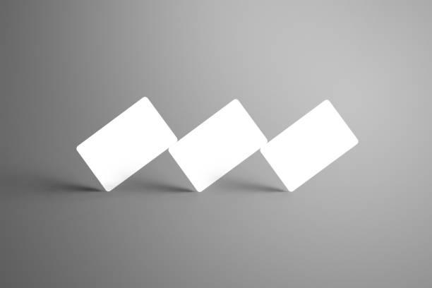universelle weiße mock-up von drei bank geschenkkarten isoliert auf einem grauen hintergrund. - gutschein ausdrucken stock-fotos und bilder