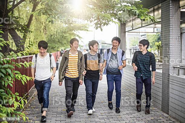 University friends walking on the street picture id617909748?b=1&k=6&m=617909748&s=612x612&h=zi0051qnsgtxpbqajzl4fv1zxctby wt6tjej4jgqv0=
