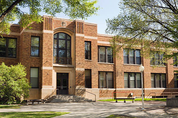 University Lecture Hall, College Dorm, School or Campus Education Building A building exterior on a school campus that may be a university lecture hall, college dorm, schoolhouse, or other higher education architecture. school exteriors stock pictures, royalty-free photos & images