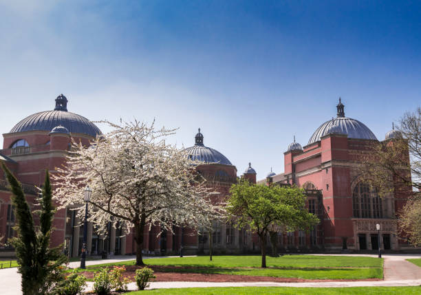 University of Birmingham Campus in summer no people University of Birmingham Campus in summer no people Anglo American stock pictures, royalty-free photos & images