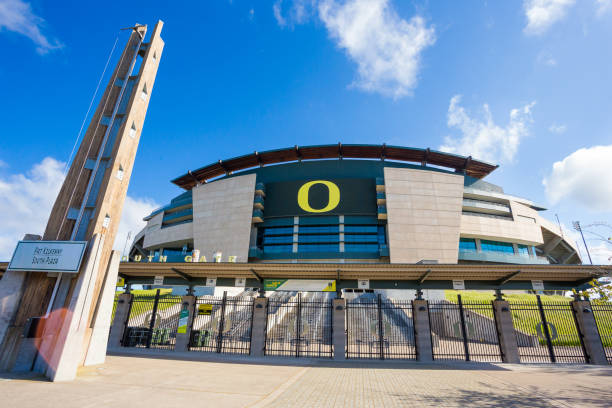University of Oregon Autzen Stadium EUGENE, OR - MAY 7, 2017: Autzen Stadium on the University of Oregon campus on a sunny morning during the football off-season. ncaa college football stock pictures, royalty-free photos & images