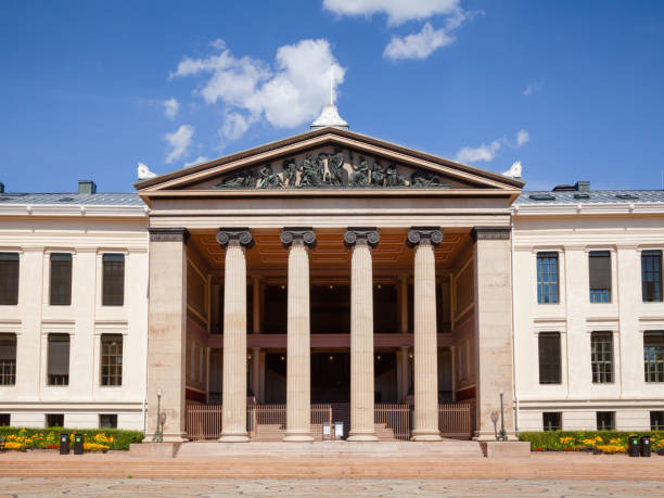 """University of Oslo Faculty of Law facade Central Oslo Norway Scandinavia OSLO, NORWAY - JULY 12, 2018: Neoclassical facade of the University of Oslo Faculty of Law (Domus Media), a venue for the Nobel Peace Prize ceremony in 1947""""u20131989 university of oslo stock pictures, royalty-free photos & images"""
