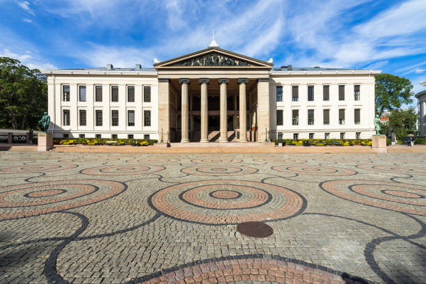 University of Oslo neoclassical building, which housing the faculty of law, Norway University of Oslo neoclassical building, which housing the faculty of law. Oslo, Norway, August 2018 university of oslo stock pictures, royalty-free photos & images