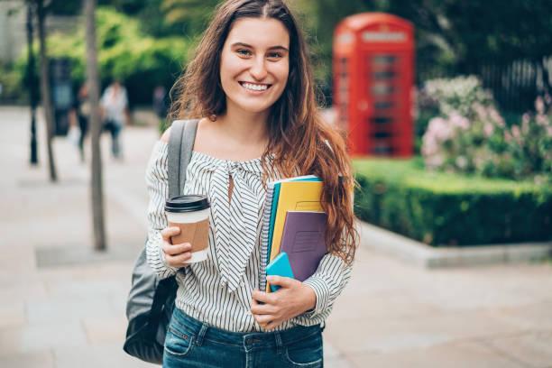 studentin in london city - englandreise stock-fotos und bilder