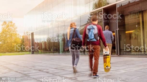 University students in campus picture id831197322?b=1&k=6&m=831197322&s=612x612&h=jnmgneukimhzdrheg3bu4jcxjvwr2rxgr01id7njxiw=