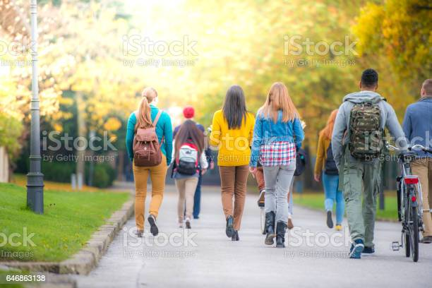 University students walking in campus picture id646863138?b=1&k=6&m=646863138&s=612x612&h=0 afkwflpjnikybt 7okczem4nu88dyo9jit1bb8wp4=